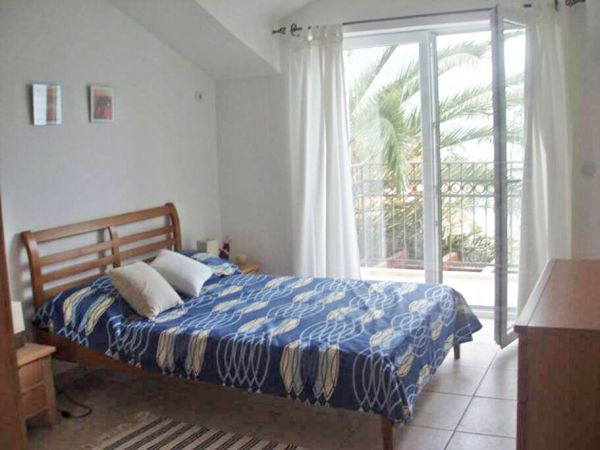 Double bedroom 2 with sea view