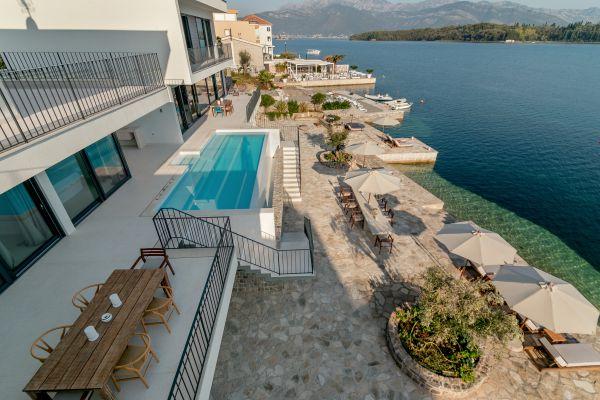Villa Ann Marie poll terrace with sea view