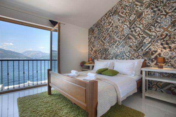 Double bedroom (second floor) with sea view