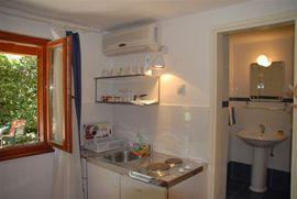 Mini kitchen/twin bedroom