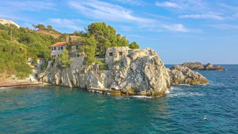 Villa Lux on the Rock