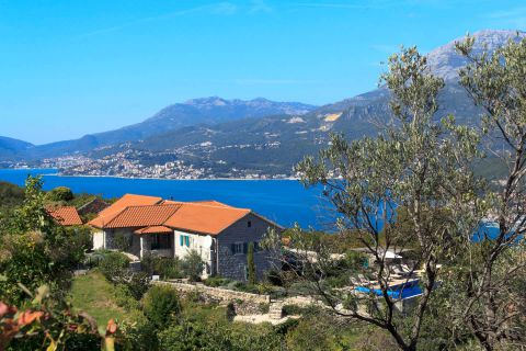 Villa with stunning view over Kotor Bay