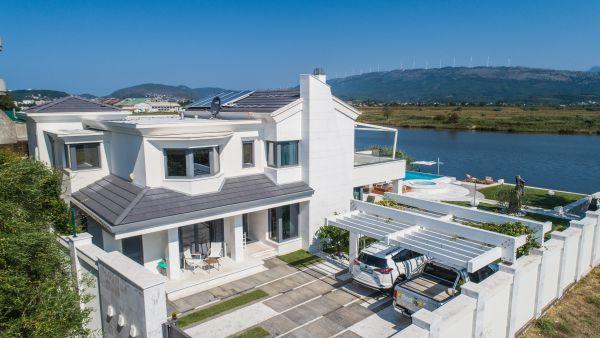 Luxurious Villa Riverdance