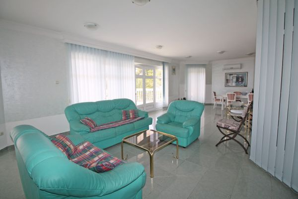 Sitting area with comfortable sofas