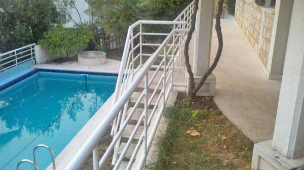 Steps to pool